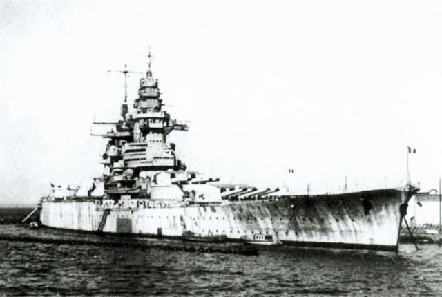 694146Richelieu_Dakar_1941