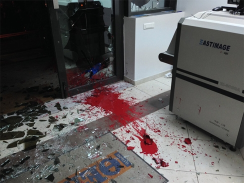 proto-thema-journal-grec-attaque-terroristes-rouges (1)