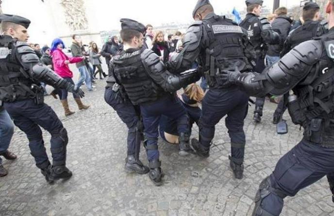 """Manuel Valls et sa police politique n'a pas attendu pour traquer les """"mal-pensants"""", Français honnêtes, patriotes et travailleurs."""