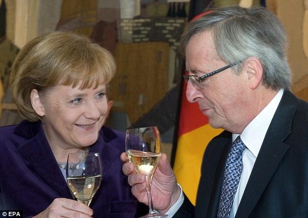 Juncker et Merkel trinquent à la santé des financiers internationaux.
