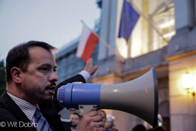 [« Démission, maintenant ! » exige l'ancien député européen Artur Zawisza]