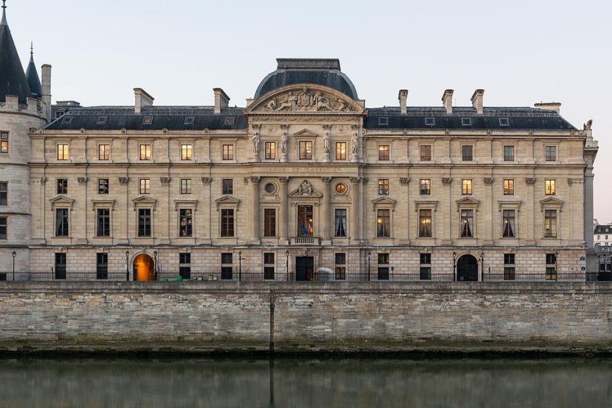 «Cour de Cassation, Paris 140320 1» par DXR — Travail personnel. Sous licence Creative Commons Attribution-Share Alike 3.0 via Wikimedia Commons - http://commons.wikimedia.org/wiki/File:Cour_de_Cassation,_Paris_140320_1.jpg#mediaviewer/Fichier:Cour_de_Cassation,_Paris_140320_1.jpg