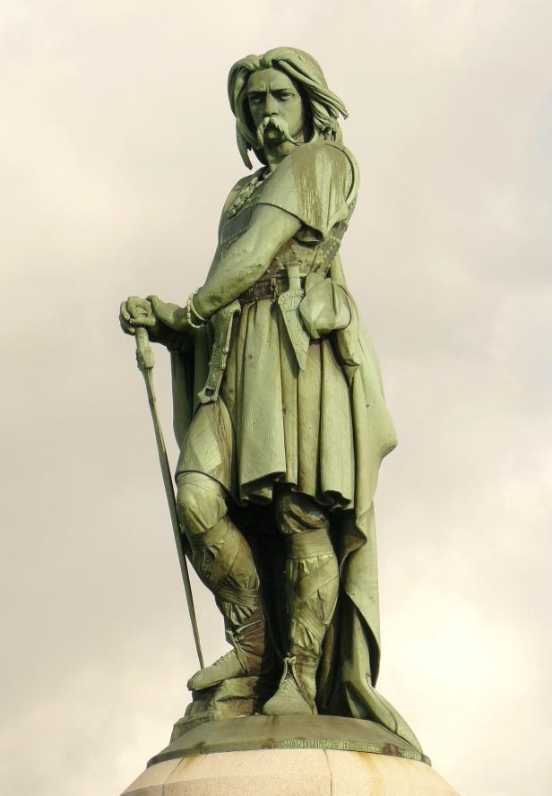 L'une des plus célèbres représentation de Vercingétorix, la statue d'Aimé Milet à Alise-Sainte-Reine.