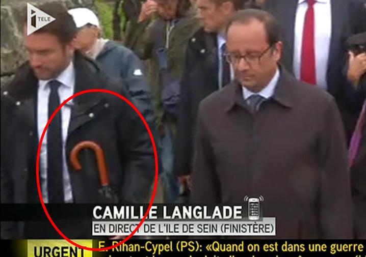 françois_hollande_parapluie_sein-
