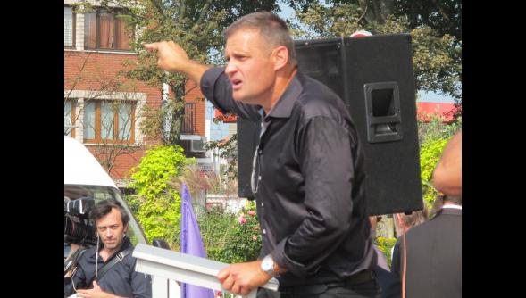 L'image du jour : Yvan Benedetti, directeur de Jeune nation et président de l'Œuvre française,lors de la manifestation Sauvons Calais dimanche 7 septembre