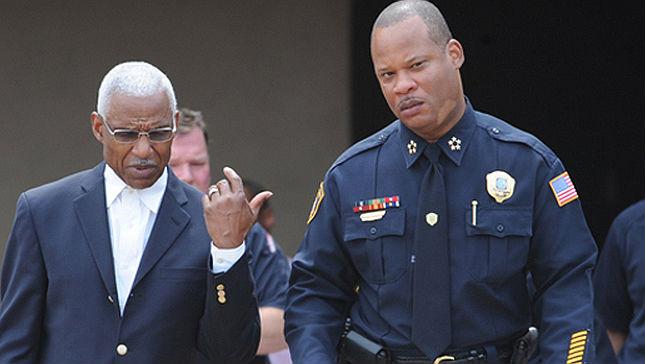 A Ferguson, le chef de la police et le maire étaient blancs, signe du racisme de la ville. A Memphis, le chef de la police et le maire sont Noirs. Preuve évidente de diversité, d'antiracisme, et de tolérance.