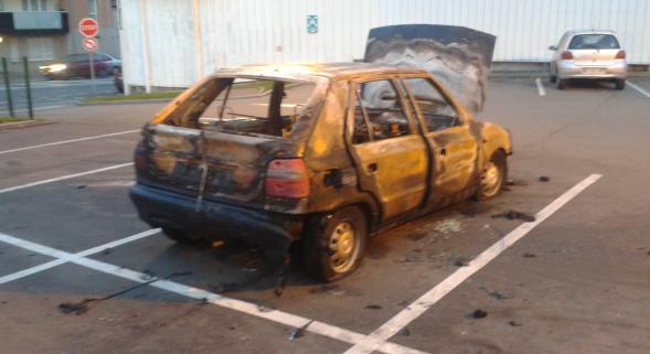 La Madeleine une voiture brûlée sur le parking du magasin Match