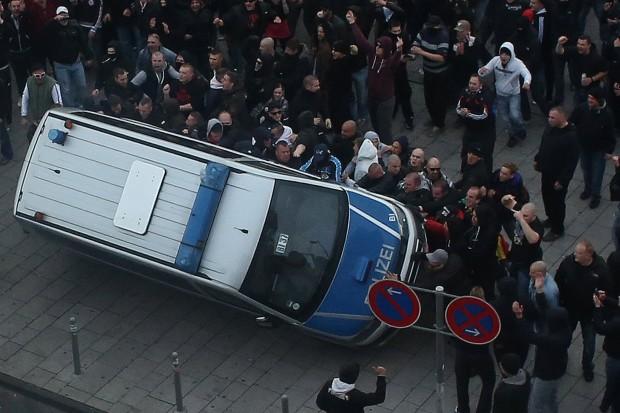 cologne-manif-hogesa-Hooligan-gegen-Salafisten