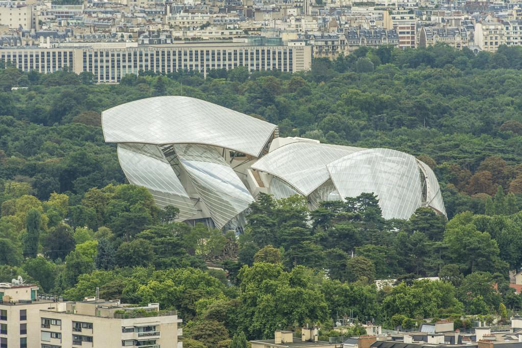 La Fondation Louis Vuitton devant l'architecture de laquelle François s'est extasié - presqu'autant qu'à la dernière pièce de BHL.