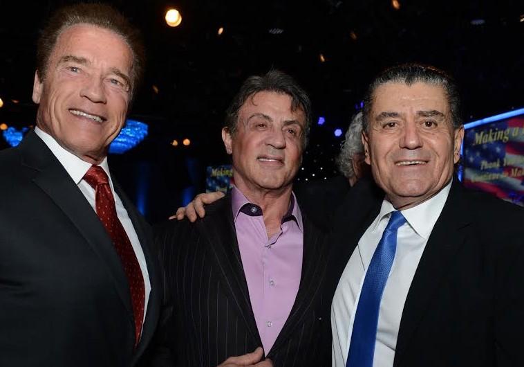 Arnold Schwarzenegger, Sylvester Stallone et Haïm Saban, réunis pour célébrer les crimes d'Israël.