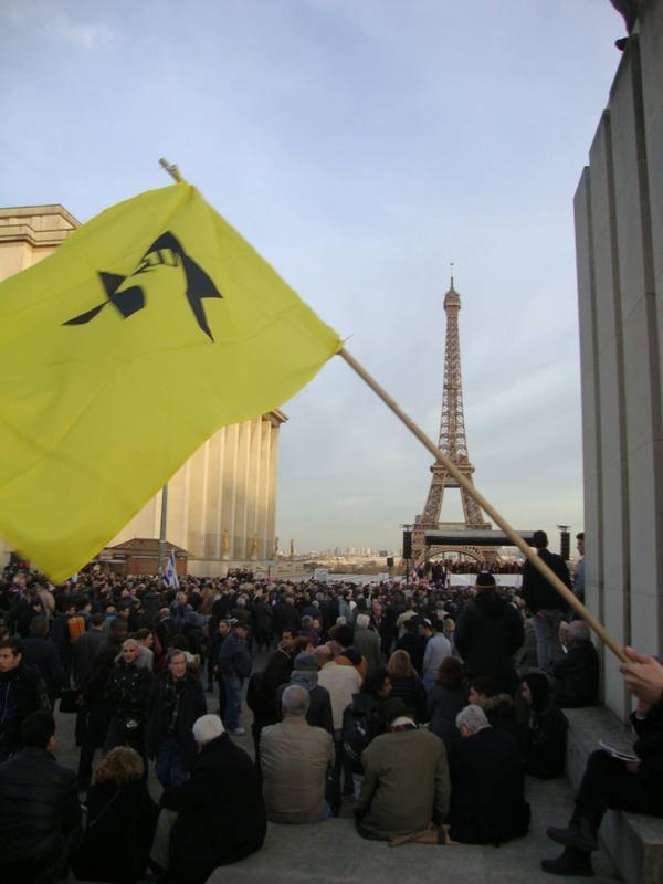 Le groupe terroriste s'affichait il y a quelques jours dans les rues de Paris sous la protection de la police de B. Cazeneuve et M. Valls.