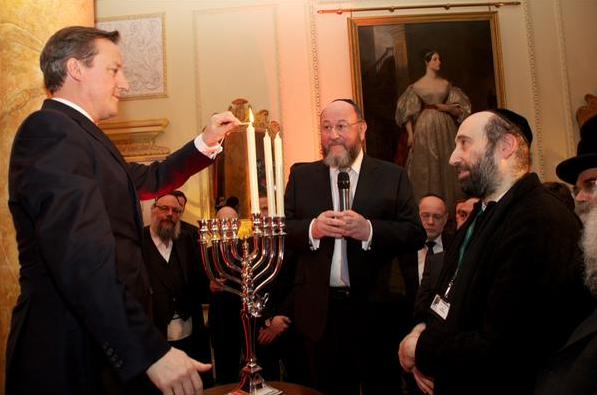 L'intégration, pour le Juif Davic Cameron, consiste pour les occupants a imposé leur culte à tous