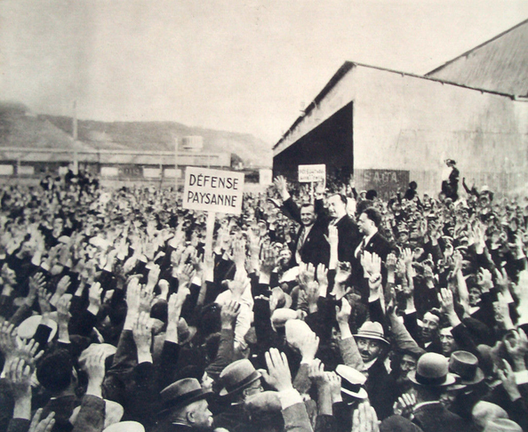 Henry Dorgeres-Serment paysan à Rouen le 25 août 1935. Les paysans ont toujours naturellement soutenus les nationalistes.