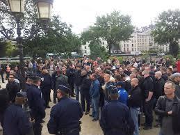 En septembre 2012, plusieurs dizaines de JN sont arrêtés à Pairs sans avoir commis la moindre dégradation, par simple ordre de Manuel Valls, qui aujourd'hui laissent les rues de Nantes et de Toulouse livrées à la racaille.