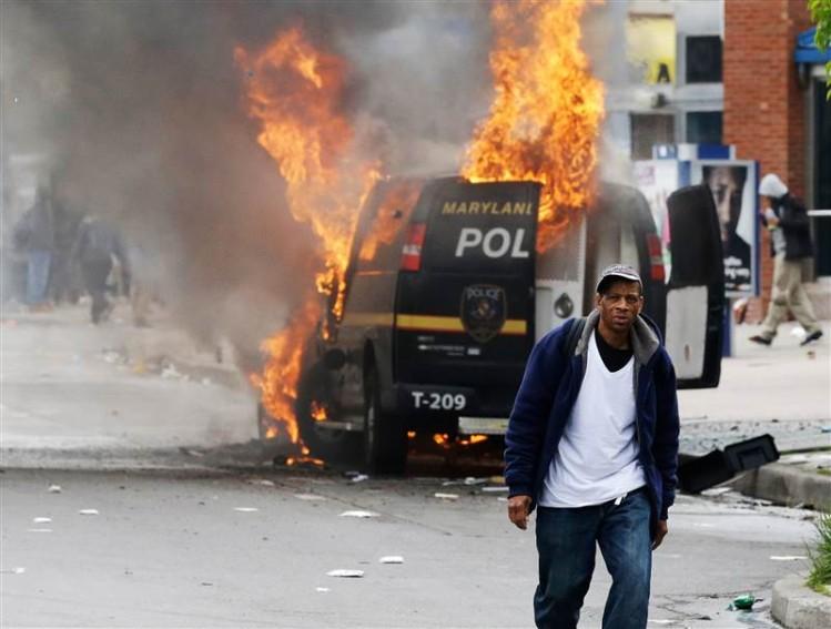 150427-baltimore-police-van-fire-642p_795a6c754ea3fafc1633bc9aad69db86.nbcnews-ux-800-700