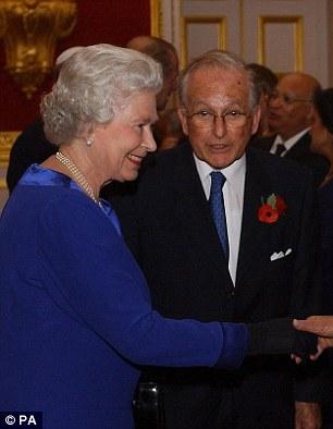 Elizabeth II et Lord Janner en 2003