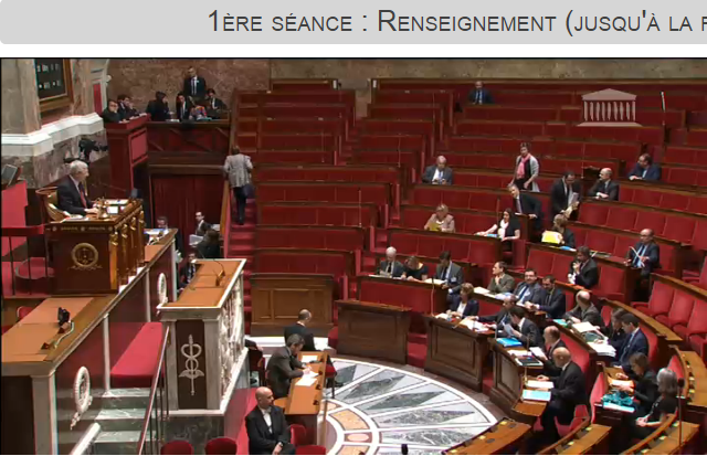 Plus de ministres que de députés au début du discours de Manuel Valls