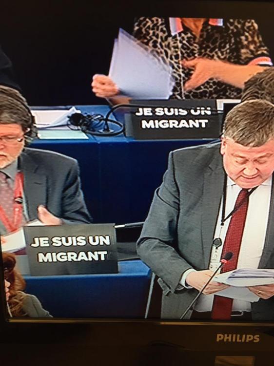 Les parlementaires traîtres 'Je suis un migrant' surpayés « européens »