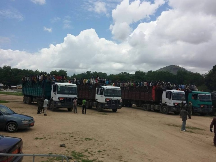 Des camions-bennes contre l'invasion.