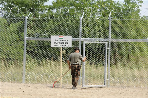 border-fence-hungary-600x399