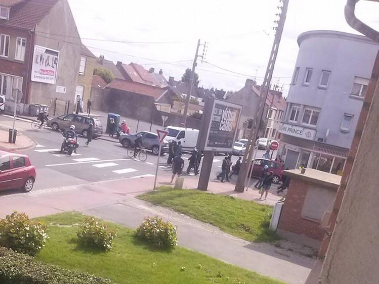 Manifestation illégale de clandestins sous la protection de la police (!) en fin de semaine dernière à Calais (Crédit photo Sauvons Calais)