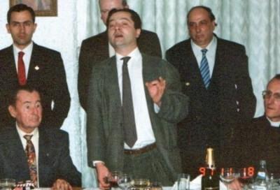 Léon Degrelle le 18-11-1991 - Photo téléchargée le 02-03-09 sur le site : http://www.freewebs.com/nacioneuropa/leondegrelle.htm - Légende de cette photo : DE PERIER, VARELA, GILSON, GRIMALDI, TORRESANO Y EL CURA PARACAIDISTA CON LEON