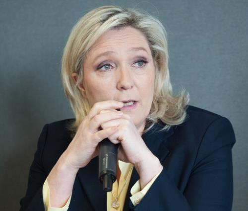 Marine-Le-Pen-patronne-du-FN-le-7-mars-2016-a-Paris_exact1024x768_p