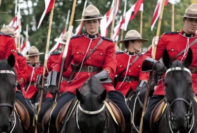 Canada_voile_islamique_police_montee