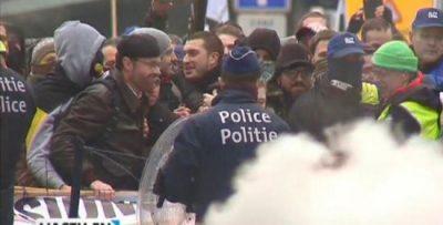 belgique-la-police-gaze-les-militaires-qui-manifestent-2jpg