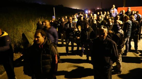 italie-des-habitants-erigent-une-barricade-contre-larrivee-denvahisseurs-1