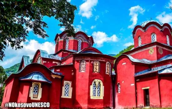 kosovo-les-images-de-destruction-deglises-orthodoxes-par-les-albanais-sont-choquantes-pour-instagram-1