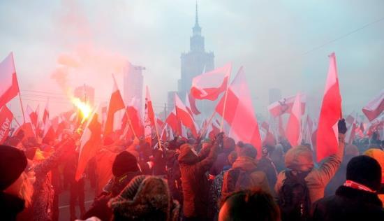 pologne-la-marche-pour-lindependance-des-nationalistes-reunit-une-foule-immense-2