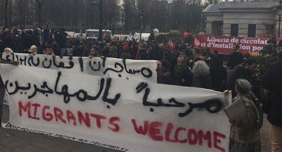 paris-delirante-manifestation-de-bienvenue-aux-envahisseurs