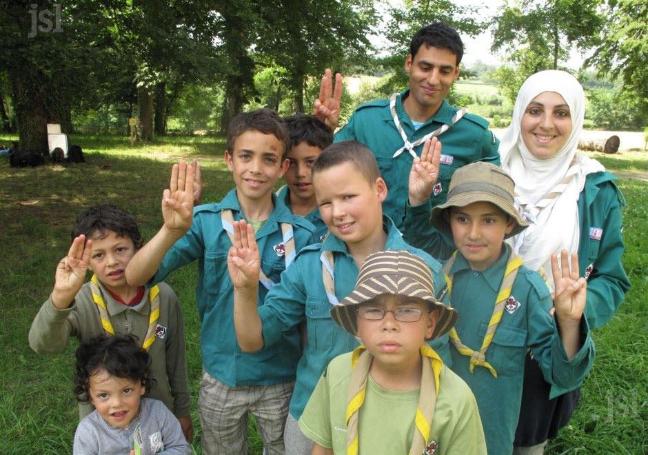 une-troupe-de-scouts-musulmans-reconnaissables-a-leur-chemise-verte-s-est-montee-il-y-a-4-ans-a-chateau-chinon-une-autre-pourrait-se-monter-a-la-rentree-2012-a-autun-1462194157